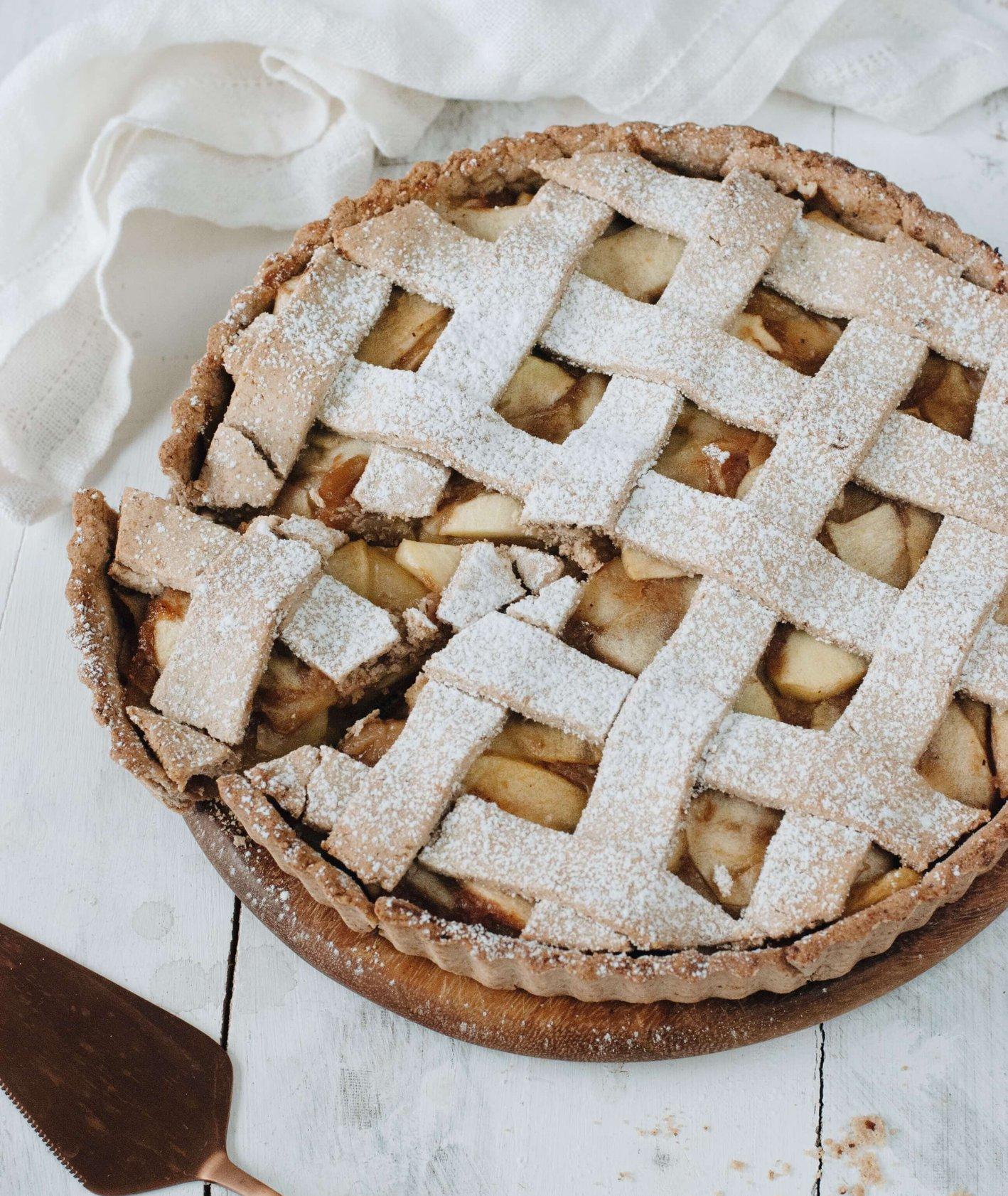 Tarta z jabłkami na mące gryczanej (fot. Karolina Krause / Lisia Kawiarenka )