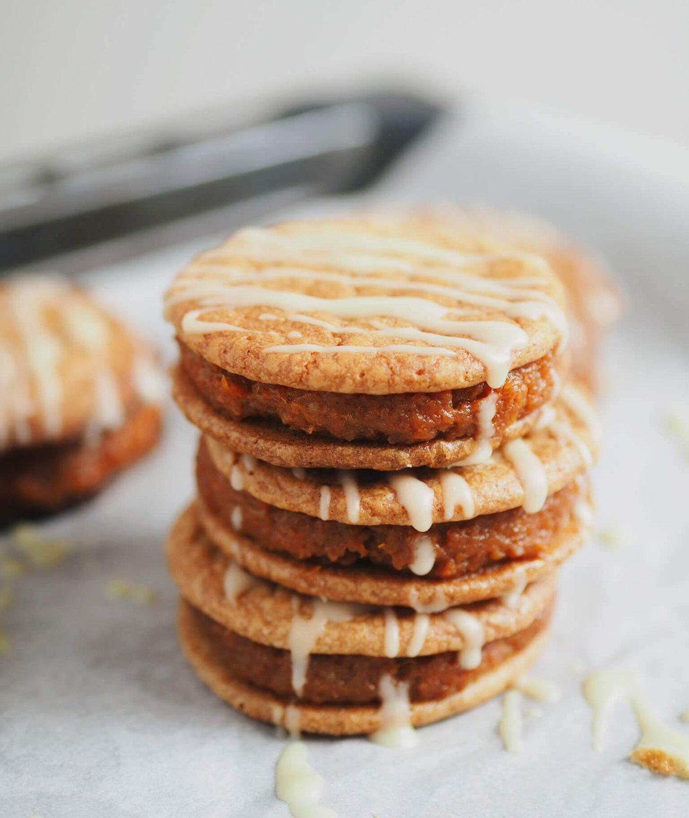 kruche ciasteczka, ciastka, ciastka z białą czekoladą, konfitura pomarańczowa, domowa konfitura, konfitura marchewkowa, biała czekolada, przekładane ciasteczka, ciasteczka na deser