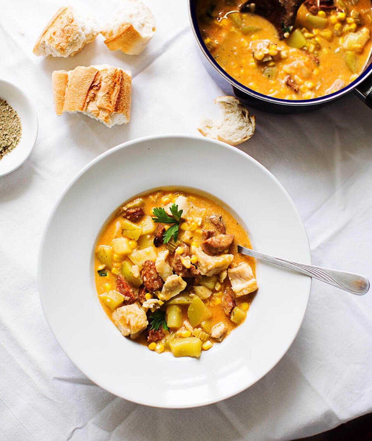 zupa z rybą, zupa kukurydziana, sposób na kukurydzę, jak ugotować kukurydzę, rozgrzewający obiad, kuchnia meksykańska, zupa warzywna, jak ugotować bulion, dania z kukurydzy
