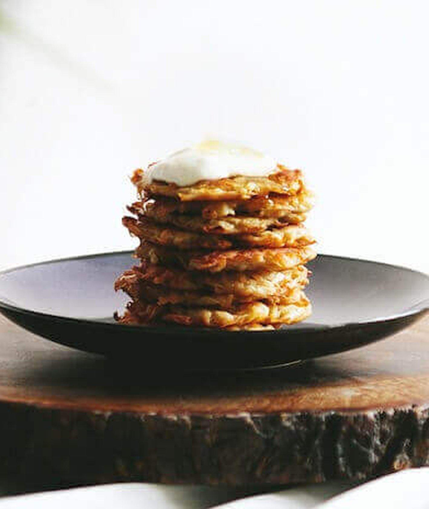 placki ziemniaczane, placki ze śmietaną, proste placki ziemniaczane, idealne placki ziemniaczane, przepis Marianna Medyńska, kuchnia polska, tradycyjna kuchnia polska, wegetariański obiad,
