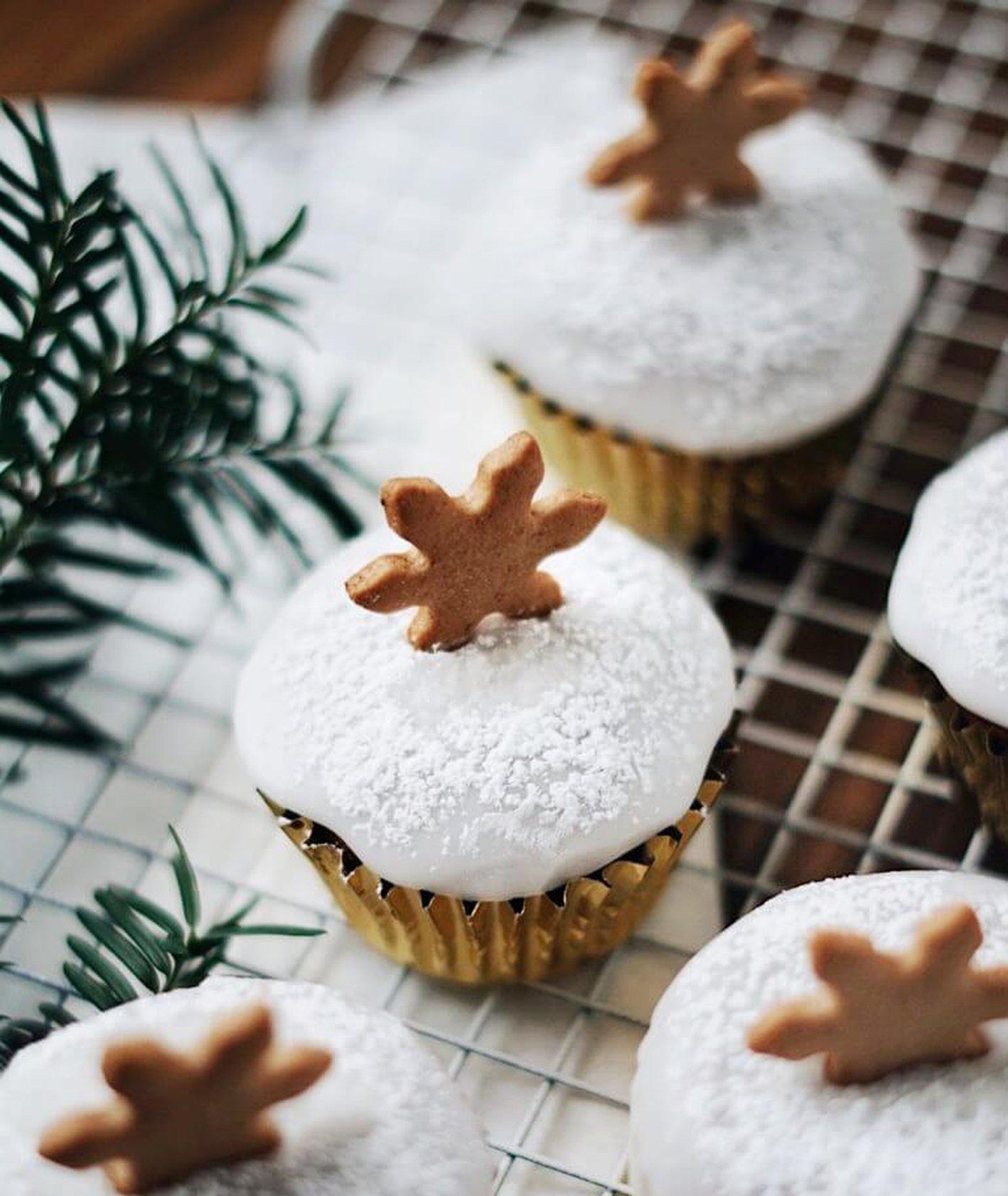 babeczki marchewkowe, babeczki z lukrem, muffinki marchewkowe, ciasto marchewkowe, świąteczne ozdoby, jadalne prezenty, muffinki z lukrem, proste babeczki, słodycze dla dzieci,