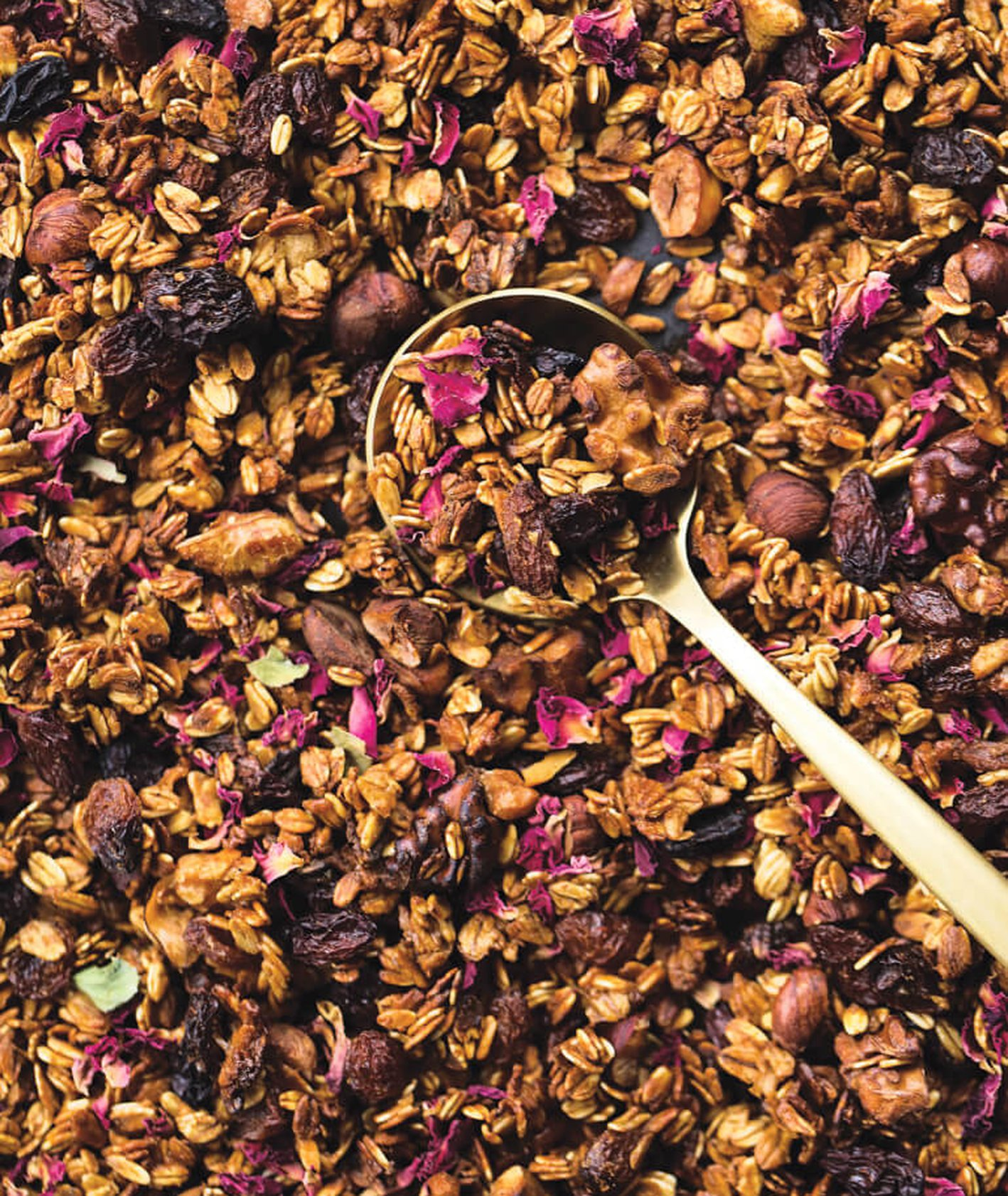 granola z wodą różaną, domowa granola, granola różana, granola z orzechami, granola z suszonymi owocami, granola z miodem, granola bez cukru, śniadanie na słodko, śniadaniowa granola, jak zrobić granolę