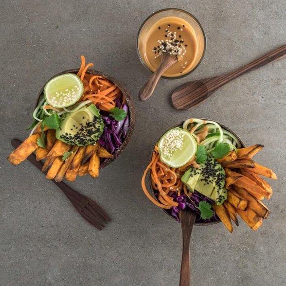 makaron warzywny, miska zdrowia, poke bowl, buddha bowl, jak zrobić makaron z marchewki, warzywny makaron, jak zrobić warzywny makaron
