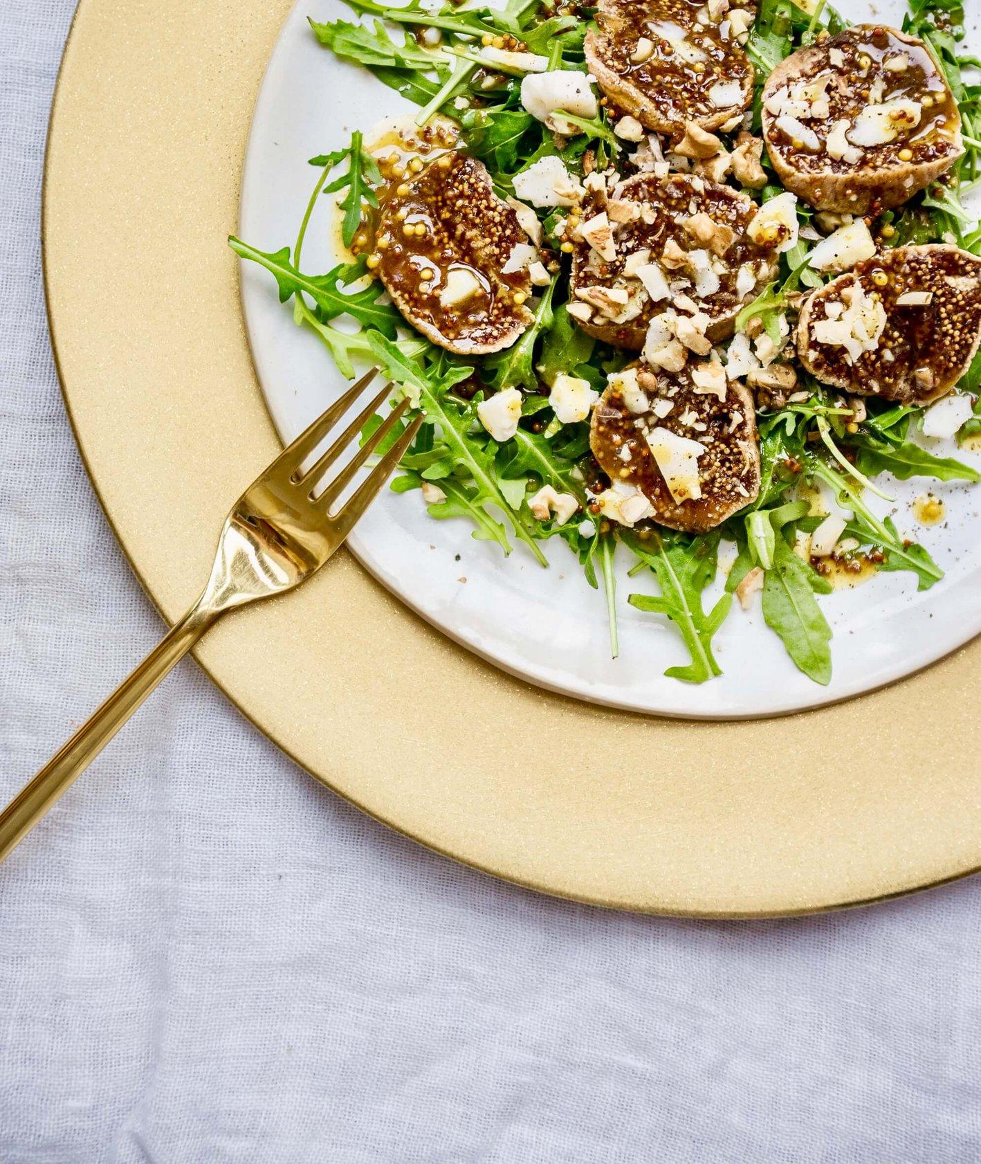 sałatka z figami i kozim serem, sałatka z figami, sałatka z kozim serem, sos do sałatki, sos musztardowy, lekka sałatka, szybki obiad, wiosenny obiad, danie w 5 minut