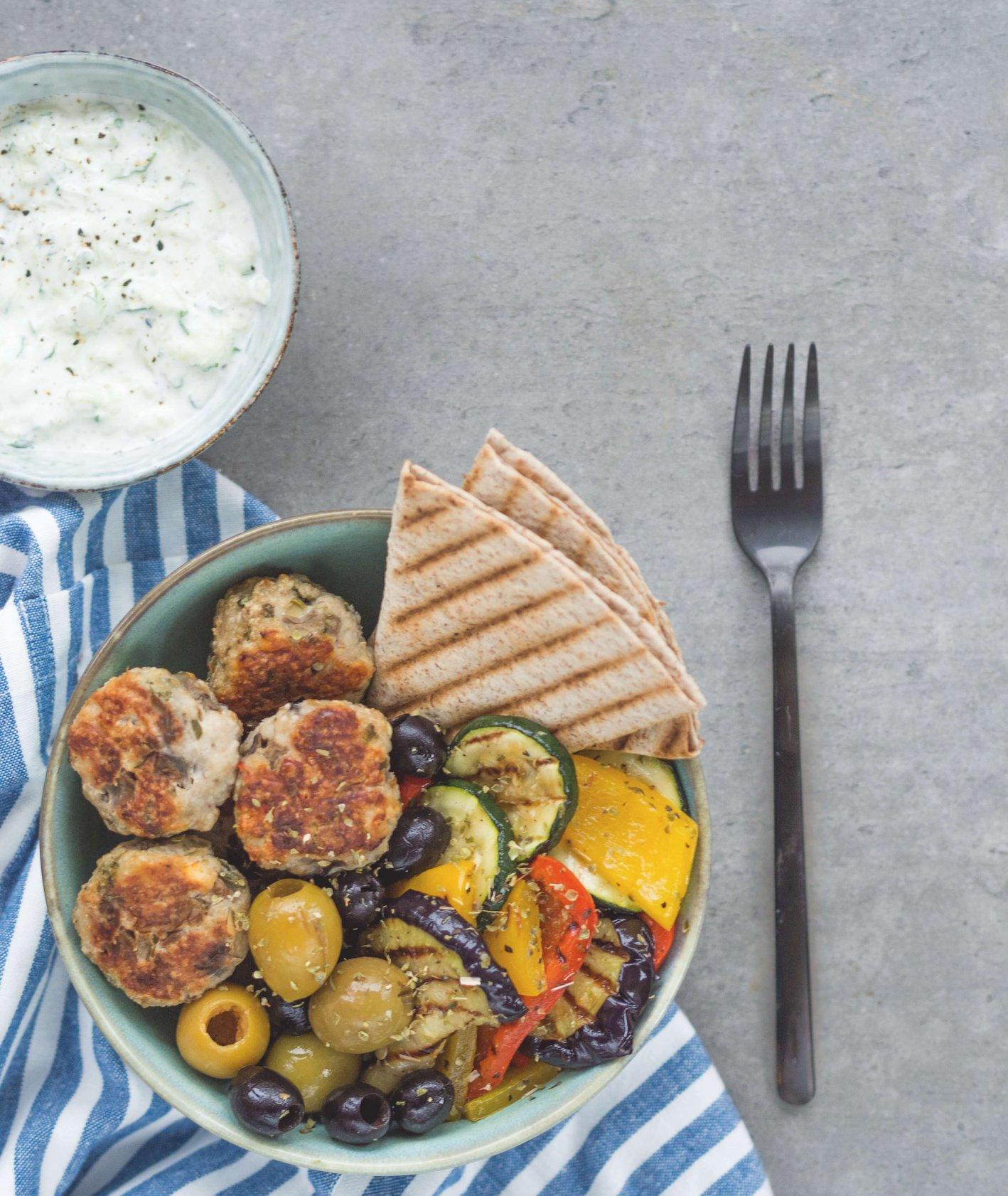 klopsiki greckie, dietetyczne danie z warzywami, przepisy okiem dietetyka