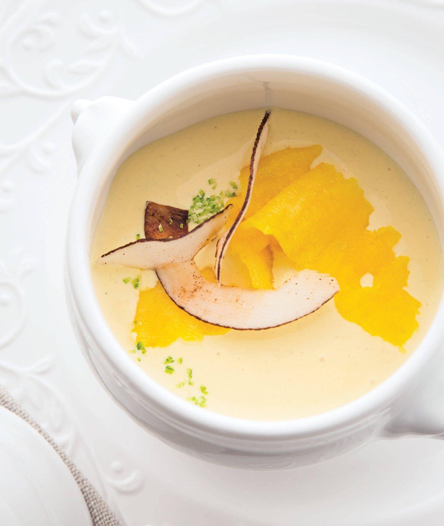 szybka zupa na upalne dni - chłodnik z mango i kokosem