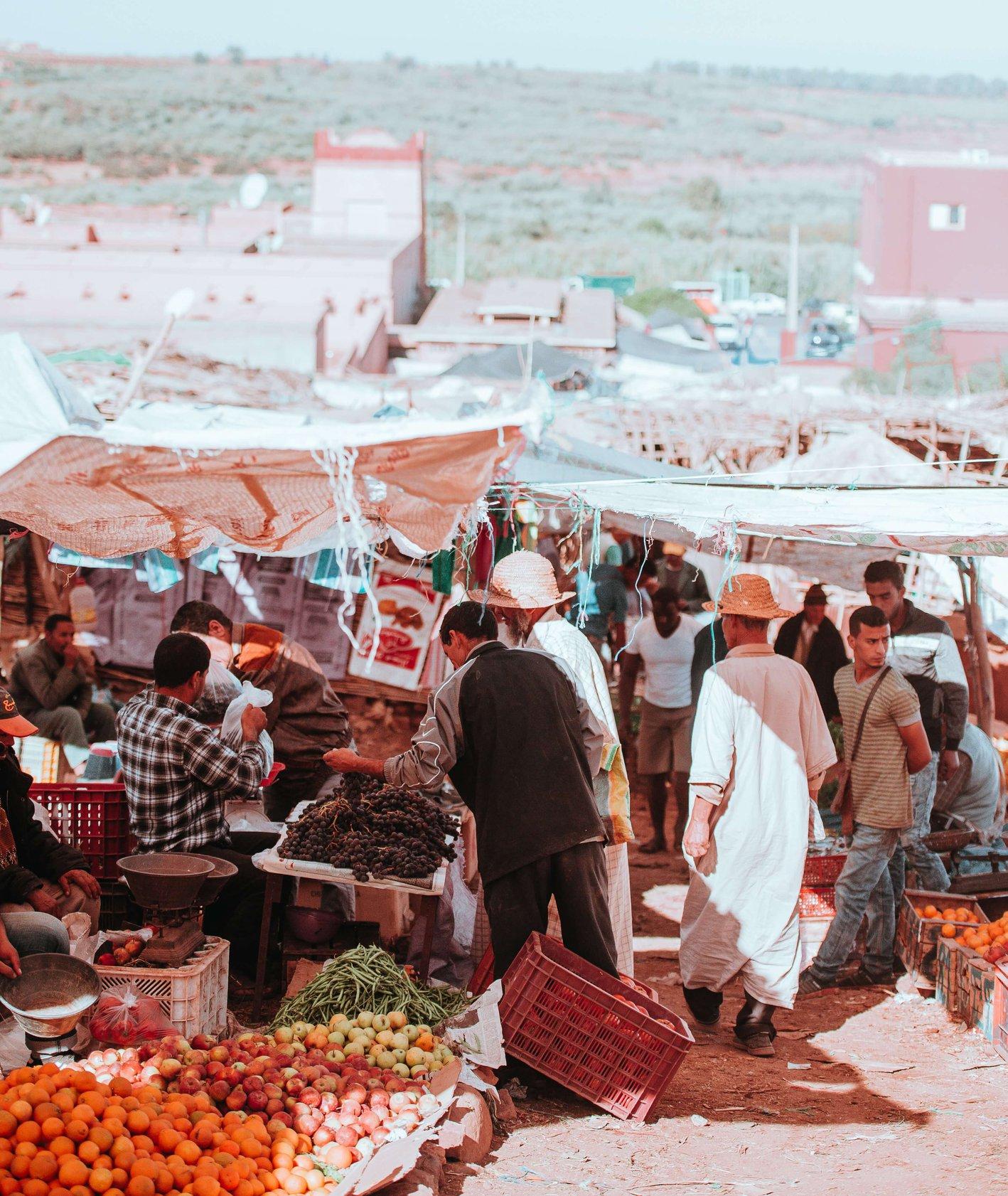 Stragany na bazarze (fot. Annie Spratt)
