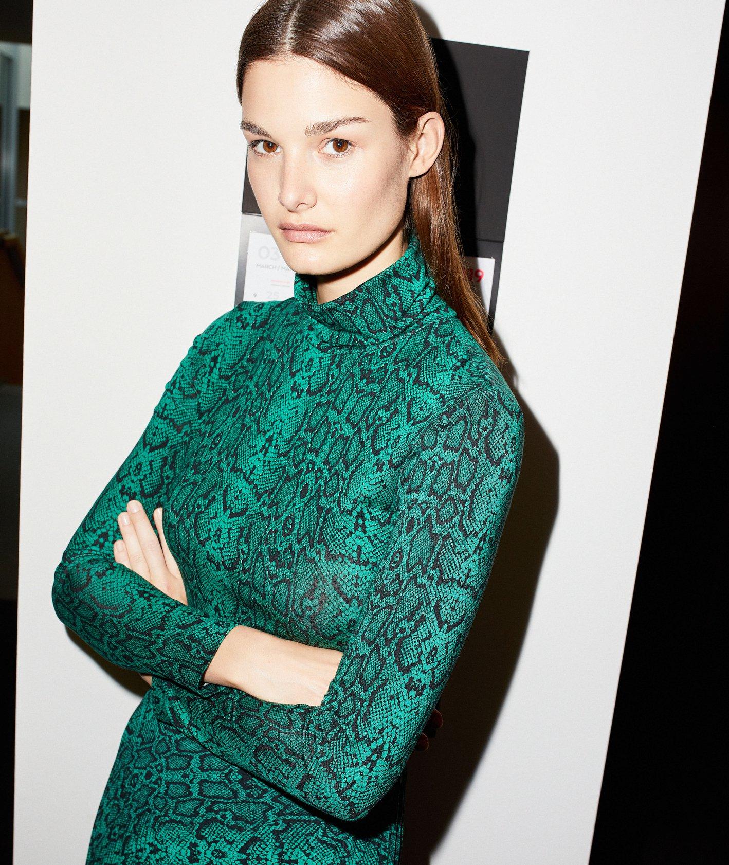 jesienna kolekcja polskiej marki Solar - zielona sukienka w skórę węża