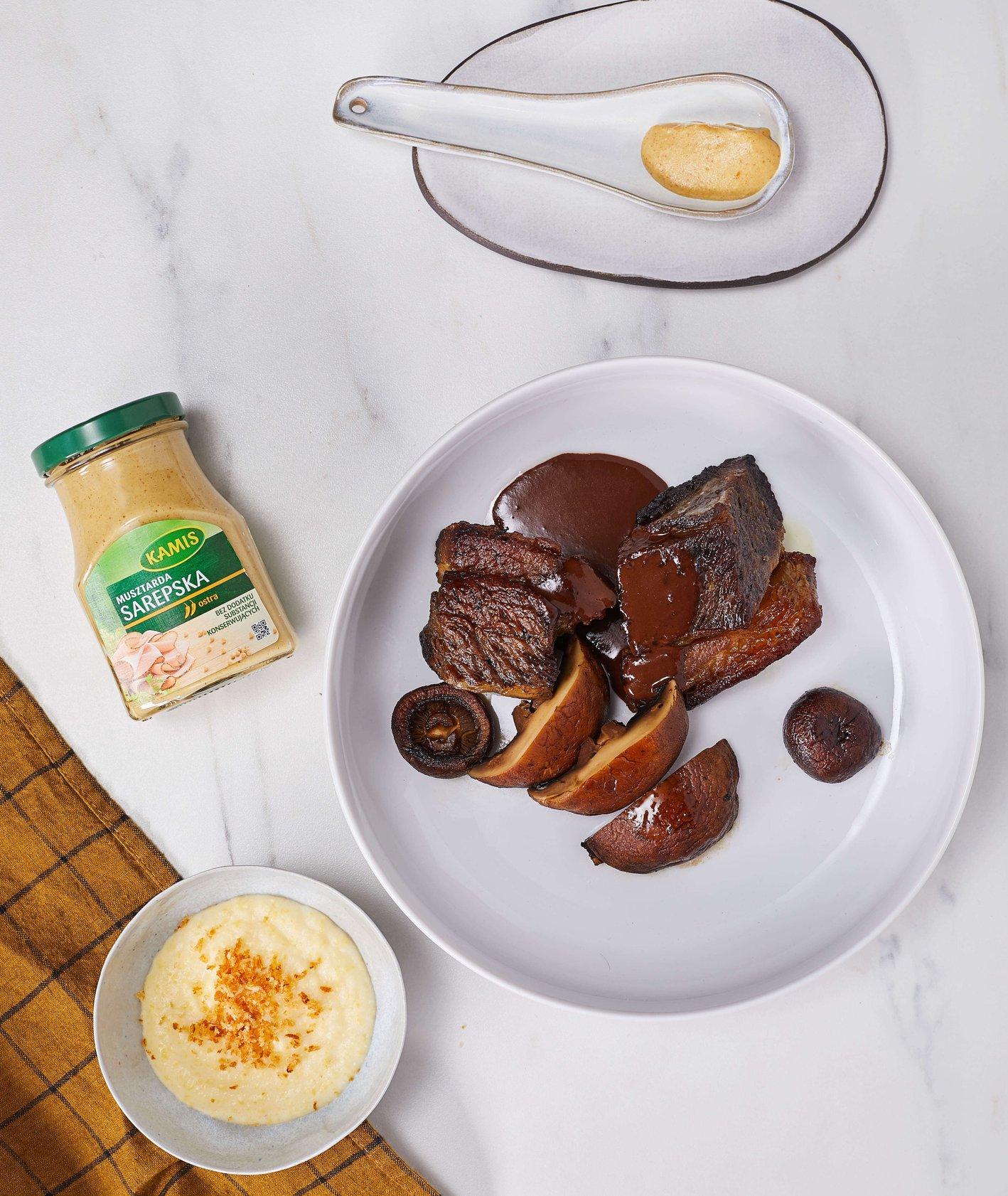 czekoladowy sos do mięs, przepis na szponder (fot. Maciek Niemojewski)