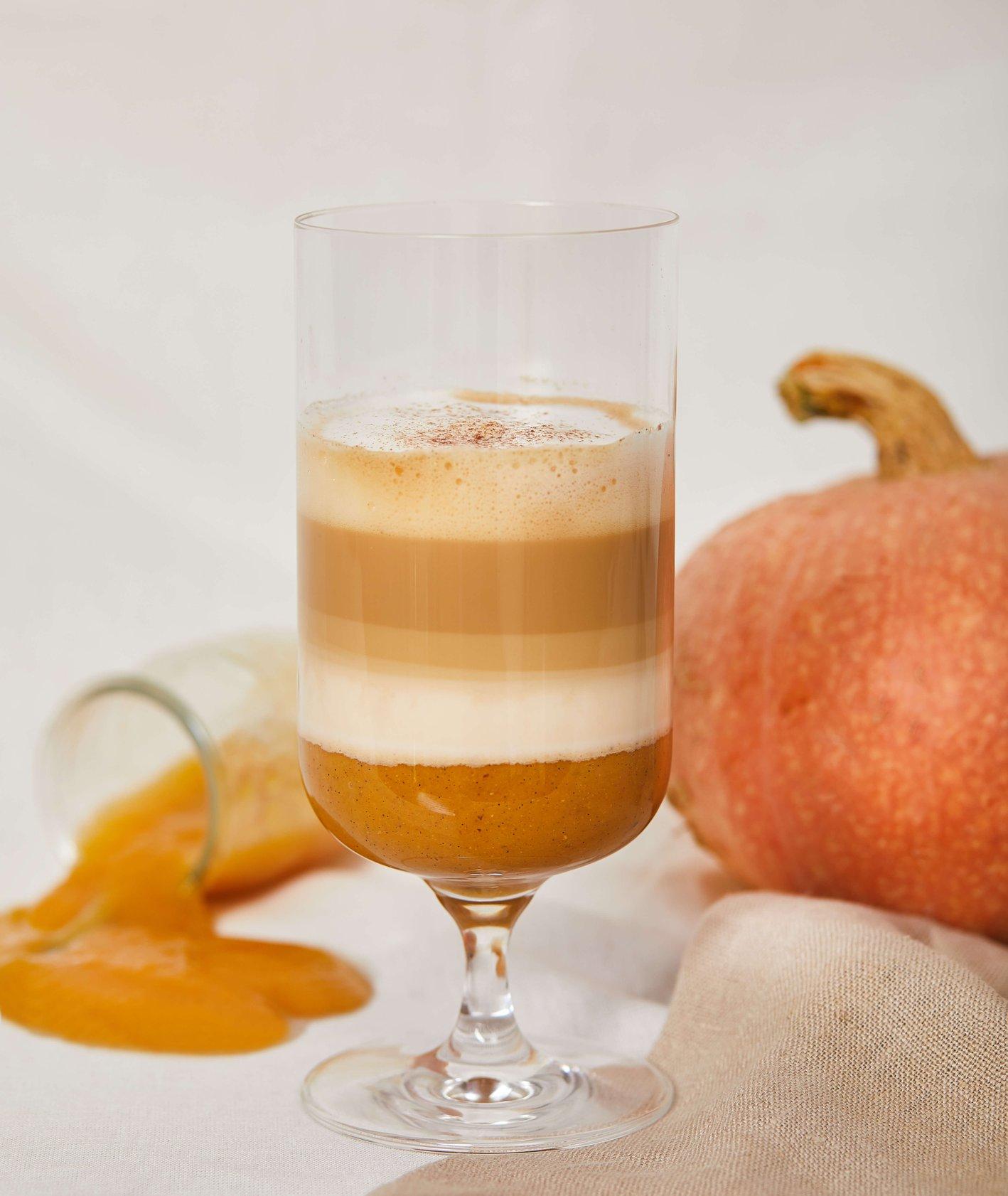 Mocno korzenne pumpkin spice latte z musem owocowym (fot. Maciek Niemojewski)