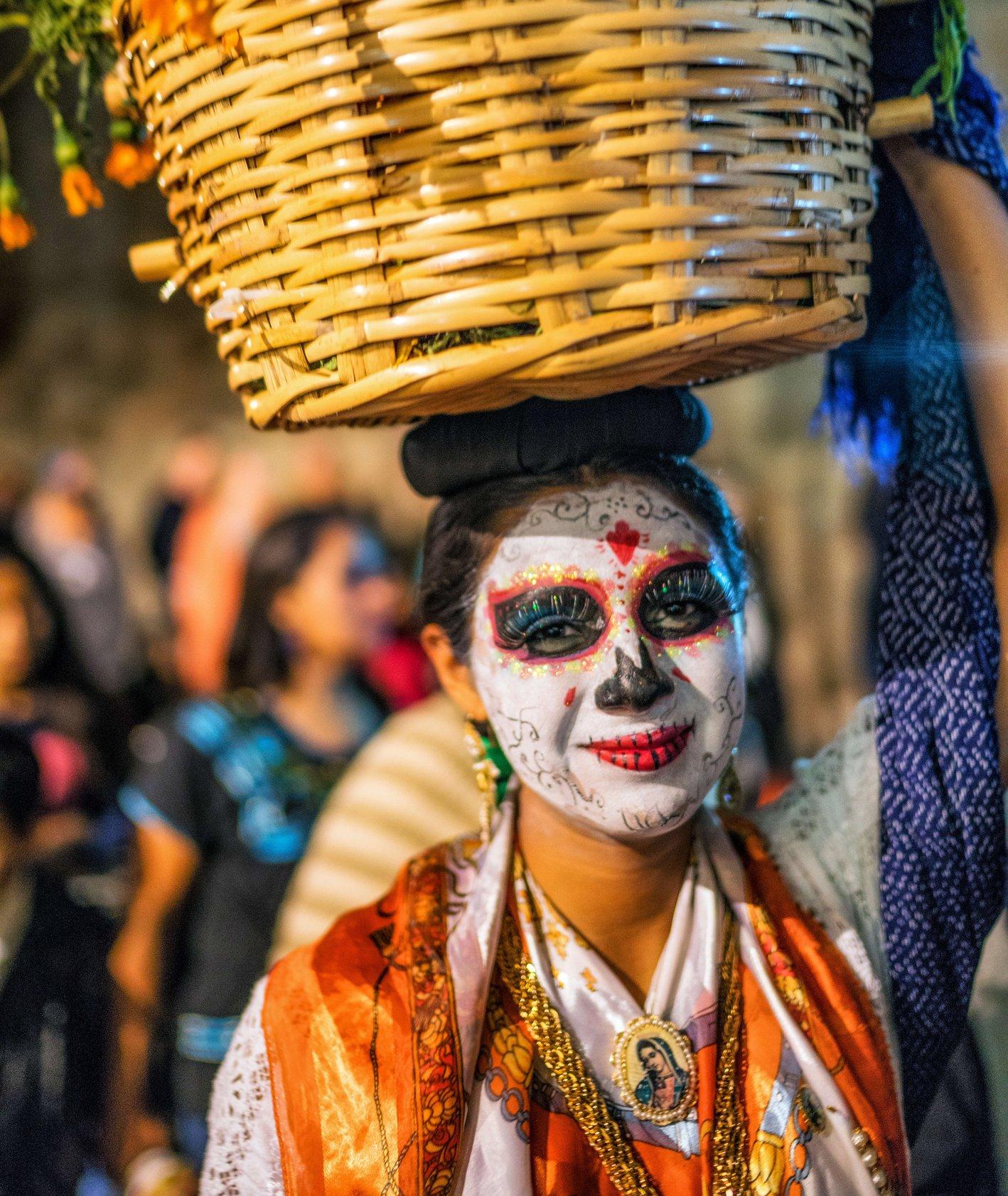 Parada z okazji Święta Zmarłych w Meksyku (fot. Beau Rogers / flickr.com)