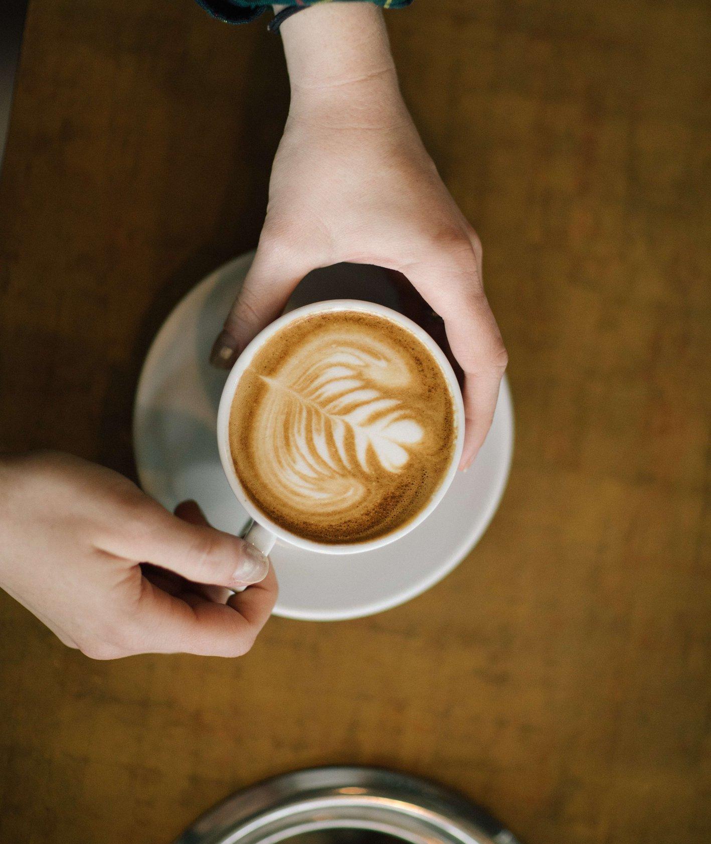 Kawa to podstawa – jak zrobić idealną kawę w domu? (fot. David Lundgren / unsplash.com)