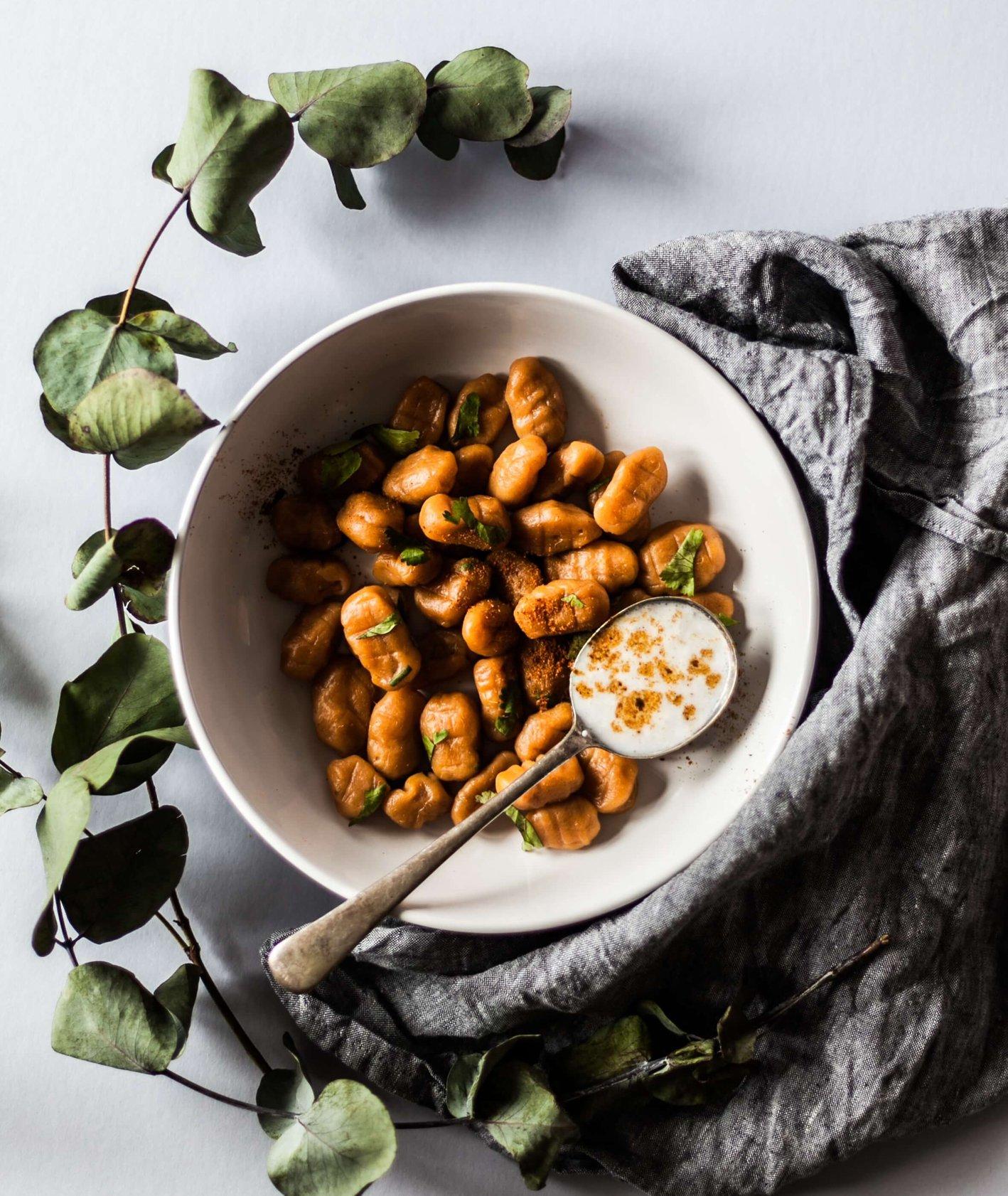 Jakie święteczne menu przygotować dla wegan i wegetarian (fot. Alex Loup / unsplash.com)