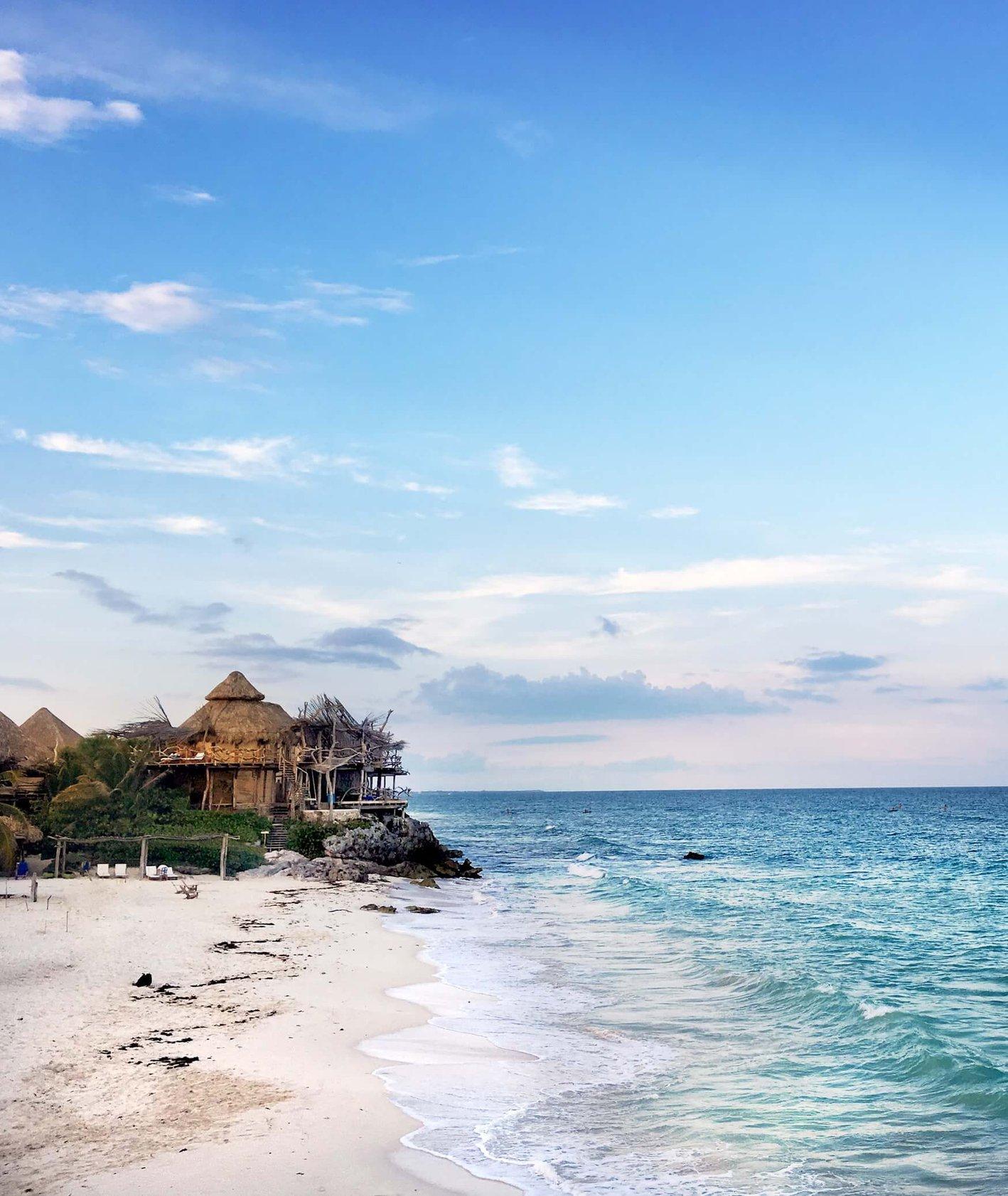 Meksykańska plaża (fot. Moon / unsplash.com)