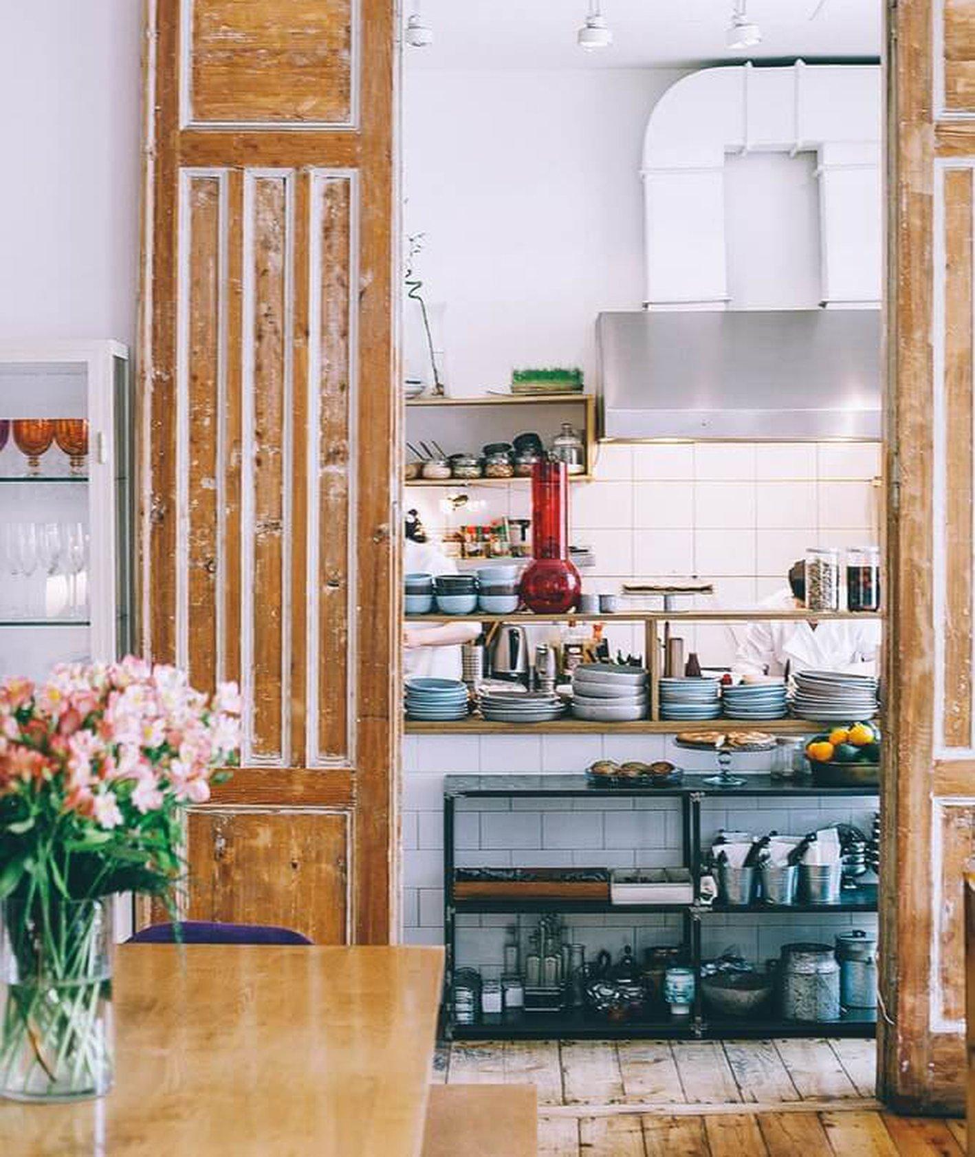 Wnętrze domowej restauracji (fot. Orlova Maria)